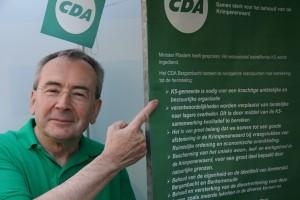 CDA-groene burgemeester John de Prieëlle van Ouderkerk wijst op de K5-voorkeur.