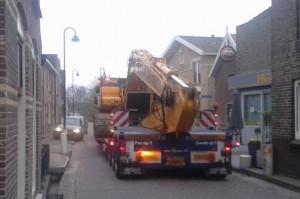 Het zware verkeer door de Dorpsstraat nam fors toe.