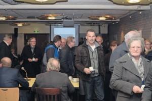 Veel bezoekers kwam luisteren bij de commissie VROM. (foto: Bernie Putters/Het Kontakt)