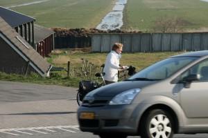 Voor fietsers blijft de huidige oversteekplek gevaarlijk en onoverzichtelijk.